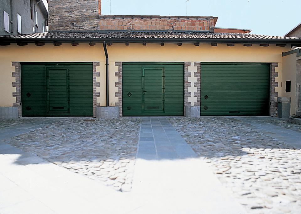 Garage a fontana serramenti e infissi in alluminio e for 2 piedi quadrati per garage