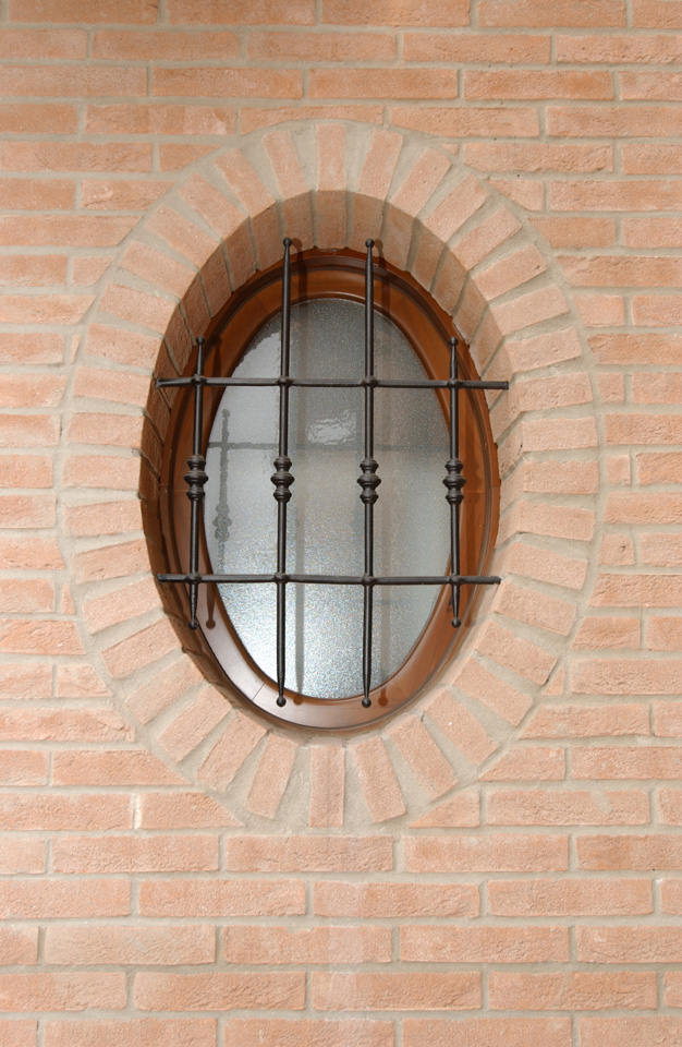 finestra e inferriata